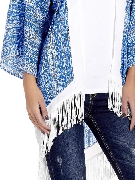 Niebieskie wzorzyste kimono z frędzlami w stylu boho                                  zdj.                                  4