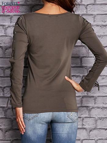 Oliwkowa bluzka z wiązaniem na rękawach                                  zdj.                                  4