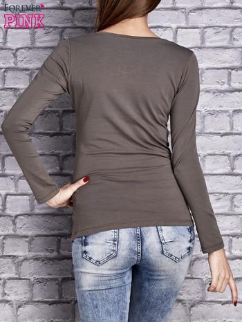 Oliwkowa gładka bluzka ze sznurowanym dekoltem i troczkami                                   zdj.                                  4