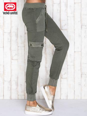Oliwkowe spodnie dresowe z kieszeniami                                  zdj.                                  2