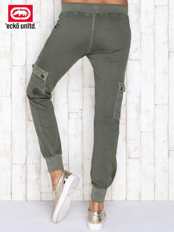 Oliwkowe spodnie dresowe z kieszeniami                                  zdj.                                  3