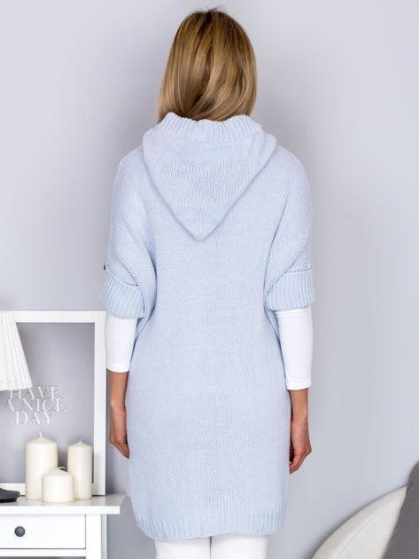 Otwarty sweter z warkoczowym wzorem i kapturem błękitny                              zdj.                              2