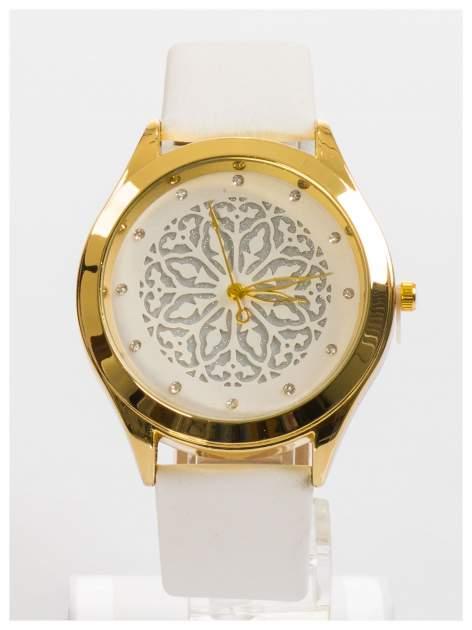Ozdobny damski zegarek. Tarcza ozdobiona ładnym delikatnym motywem.                                  zdj.                                  1