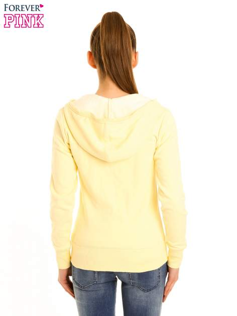 Pastelowo żółta bluza z kapturem                                  zdj.                                  3