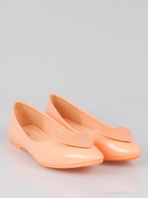 Pastelowopomarańczowe baleriny Dazzle Love z sercem                                  zdj.                                  2