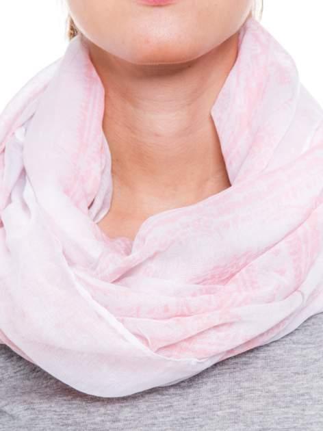 Pasteloworóżowa chusta szal w delikatny wzór                                  zdj.                                  3