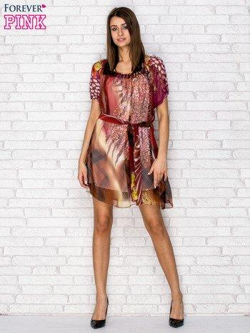 Patchworkowa sukienka mgiełka z paskiem i błyszczącą aplikacją                                  zdj.                                  4