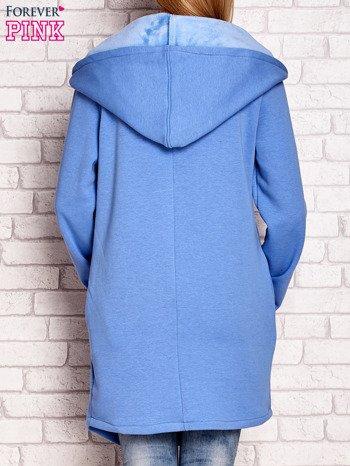 Płaszcz dresowy z kapturem niebieski                              zdj.                              2