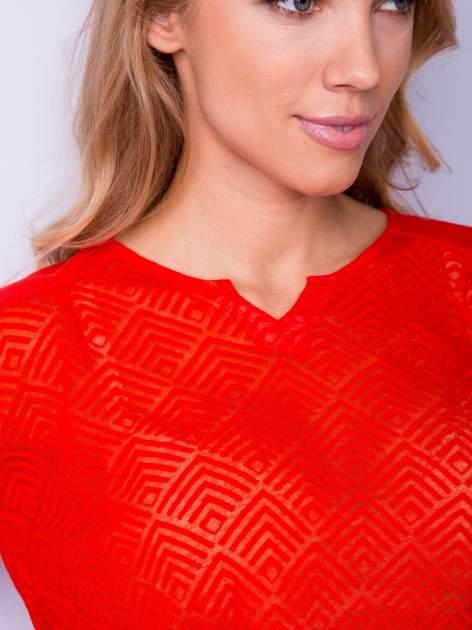 Pomarańczowa bluzka w geometryczny wzór z łezką z przodu                                  zdj.                                  5