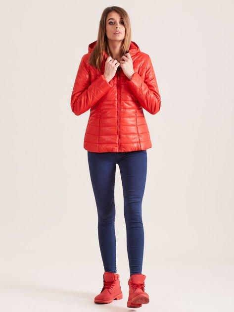 Pomarańczowa pikowana kurtka z kapturem                                  zdj.                                  4
