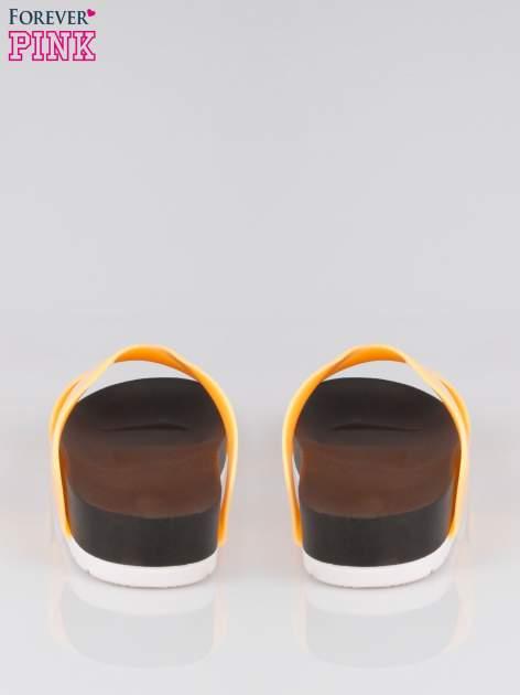 Pomarańczowe klapki ze skrzyżowanymi paskami                                  zdj.                                  3