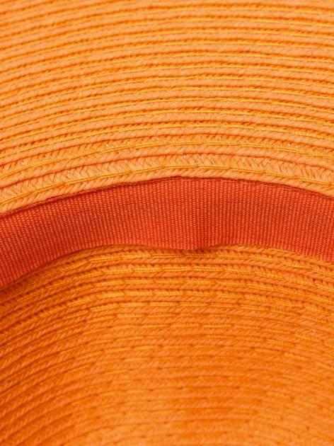 Pomarańczowy kapelusz z dużym rondem i dżetami                                  zdj.                                  5