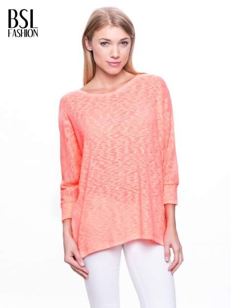 Pomarańczowy sweter z rozcięciem na plecach