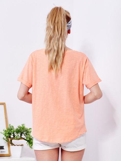 Pomarańczowy t-shirt basic z podwijanymi rękawami                              zdj.                              2
