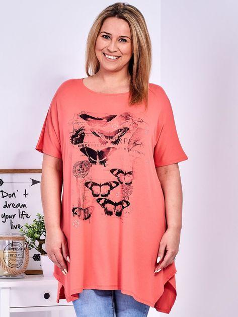 Pomarańczowy t-shirt damski w motyle PLUS SIZE                              zdj.                              1