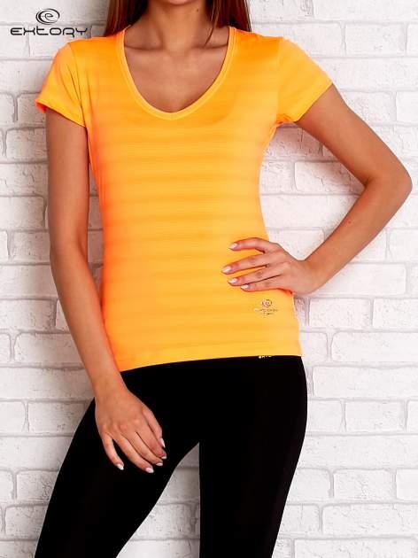 Pomarańczowy t-shirt sportowy w paseczki                                  zdj.                                  1