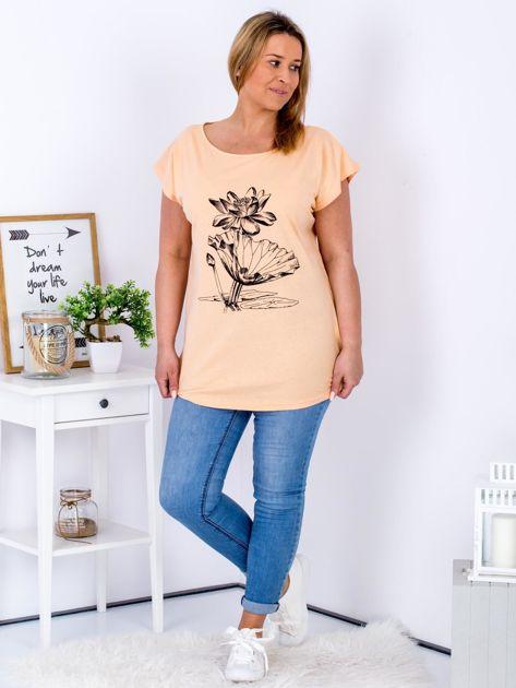 Pomarańczowy t-shirt z motywem roślinnym PLUS SIZE                              zdj.                              4