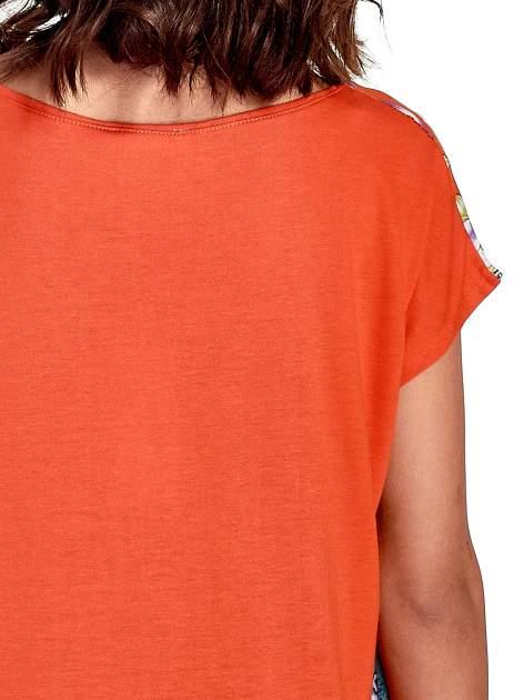 Pomarańczowy t-shirt z nadrukiem floral print                                  zdj.                                  6