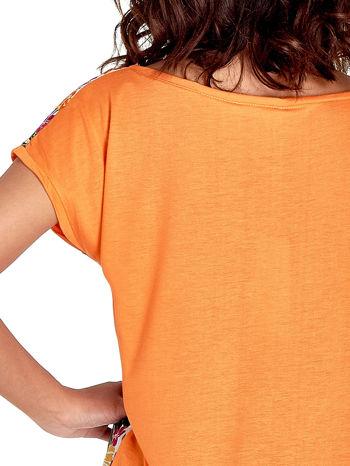 Pomarańczowy t-shirt z nadrukiem kwiatowym                                  zdj.                                  6