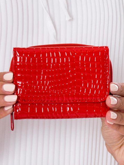Portfel damski lakierowany z tłoczeniem czerwony
