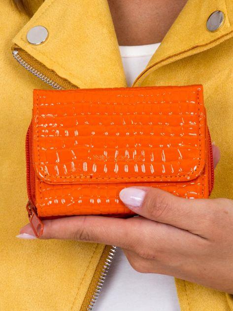 Portfel damski lakierowany z tłoczeniem pomarańczowy
