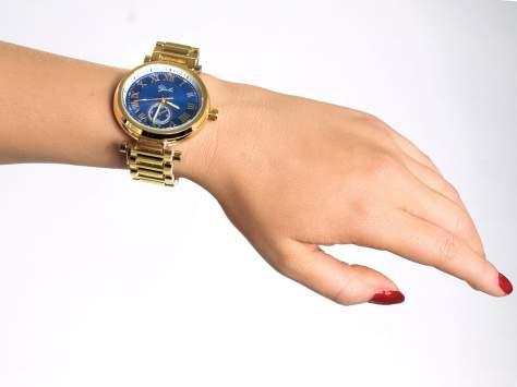 Prosty złoty zegarek damski na bransolecie z niebieską tarczą                                  zdj.                                  3