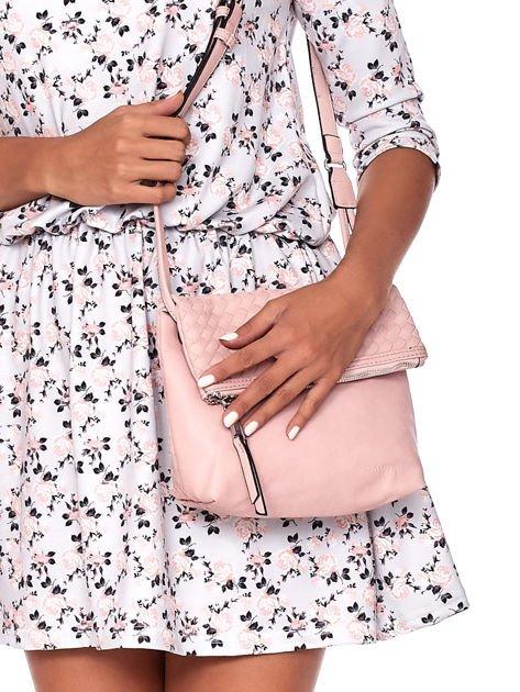 Pudroworóżowa składana torebka listonoszka-worek z plecionką