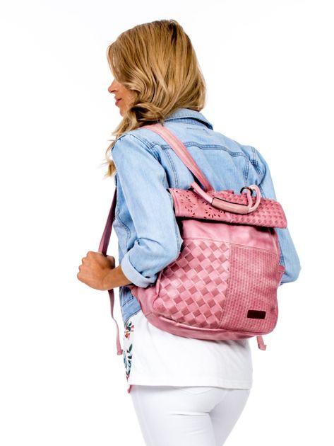 Pudroworóżowy plecak damski z eko skóry z plecionką i ażurowaniem                              zdj.                              4