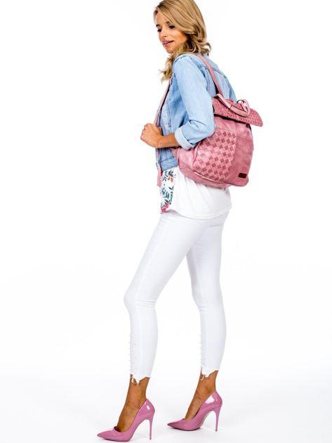 Pudroworóżowy plecak damski z eko skóry z plecionką i ażurowaniem                              zdj.                              5