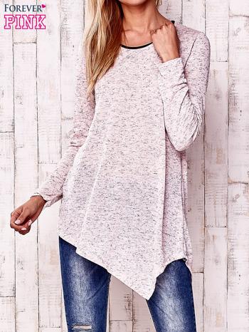 Różowa asymetryczna bluzka z ciemniejszą nitką