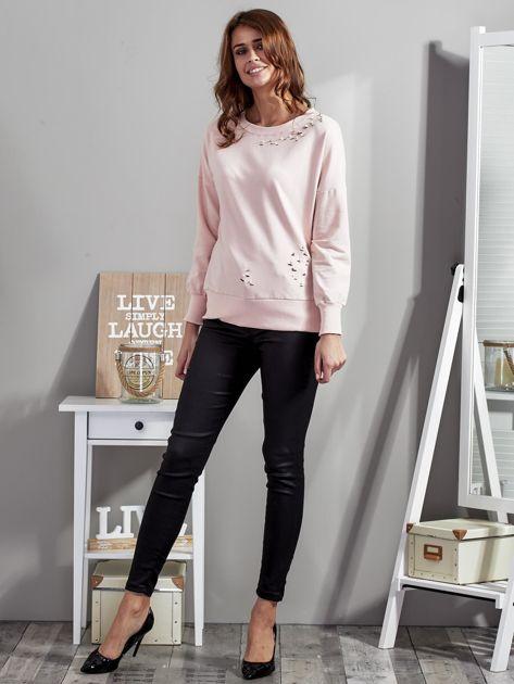 Różowa bluza z rozcięciami i perełkami                              zdj.                              4