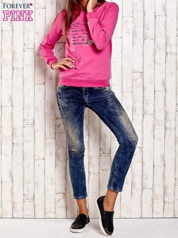 Różowa bluza z tekstowym nadrukiem                                  zdj.                                  2
