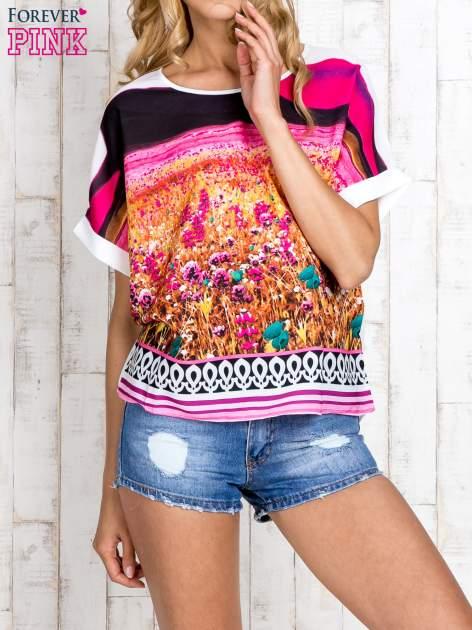 Różowa bluzka koszulowa z nadrukiem łąki