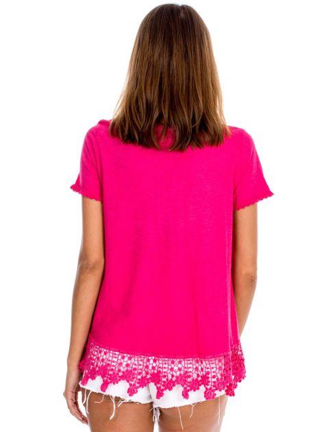 Różowa bluzka z koronkowym wykończeniem                              zdj.                              2