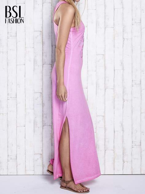 Różowa dekatyzowana sukienka maxi z cekinowym kwiatem                                  zdj.                                  3