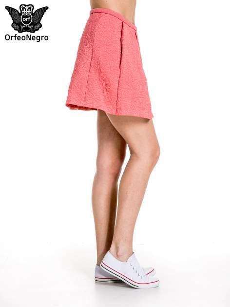 Różowa fakturowana mini spódnica z kontrafałdą                                  zdj.                                  3