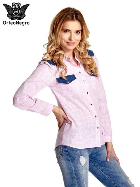 Różowa koszula w kratę ze wstawkami na ramionach i patkami z denimu                                  zdj.                                  3