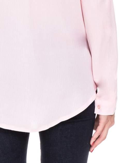 Różowa koszula z biżuteryjnym kołnierzykiem                                  zdj.                                  10