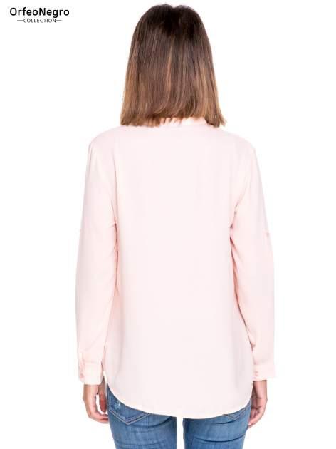 Różowa koszula z dużymi kieszeniami i dekoltem w serek                                  zdj.                                  4