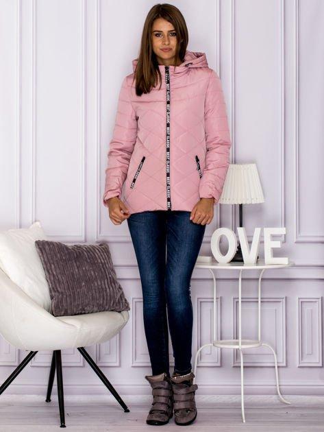Różowa kurtka przejściowa z ozdobnymi suwakami                              zdj.                              6