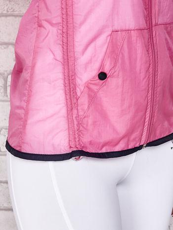 Różowa kurtka wiatrówka z czarnym wykończeniem                                  zdj.                                  9