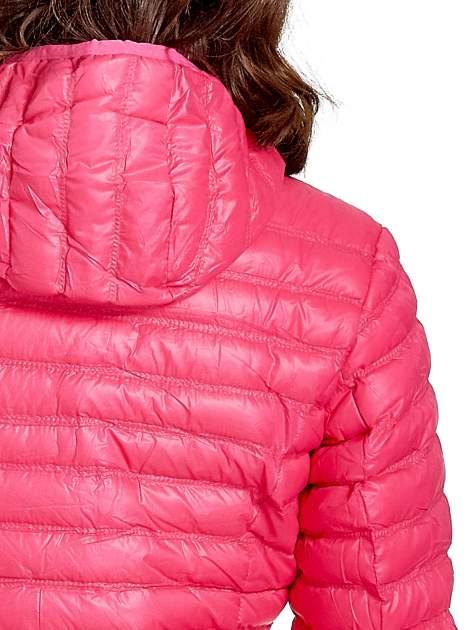 Różowa lekka kurtka puchowa z kapturem                                  zdj.                                  10