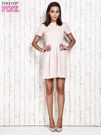 Różowa sukienka dresowa wiązana na kokardę z tyłu                                  zdj.                                  2