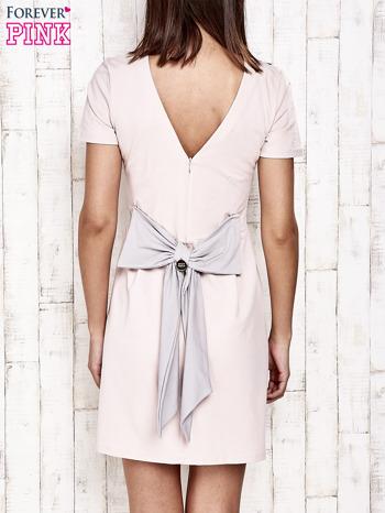 Różowa sukienka dresowa wiązana na kokardę z tyłu                                  zdj.                                  4