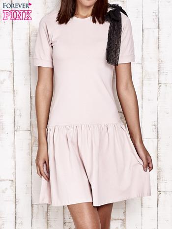 Różowa sukienka dresowa z kokardą z tiulu                                  zdj.                                  1
