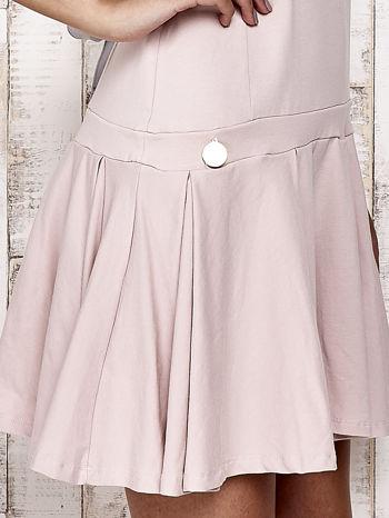Różowa sukienka dresowa z kokardami z tyłu                                  zdj.                                  5