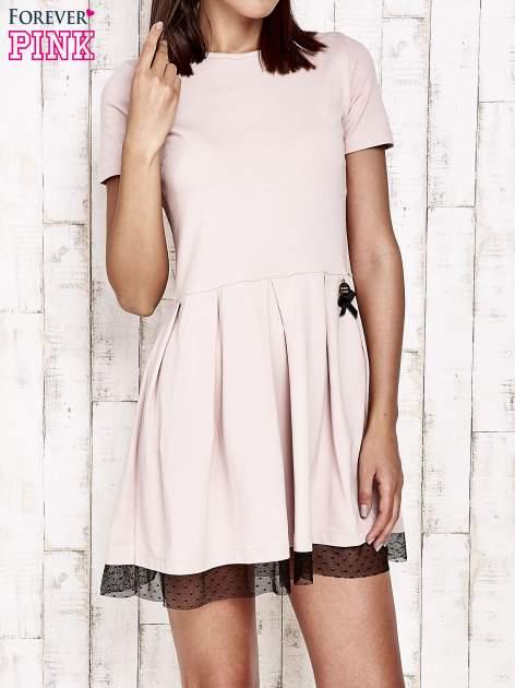 Różowa sukienka dresowa z tiulem w groszki