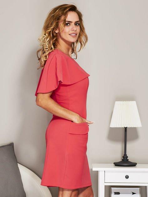 Różowa sukienka koktajlowa z narzutką                               zdj.                              3