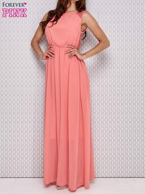 Różowa sukienka maxi z koronkowym tyłem