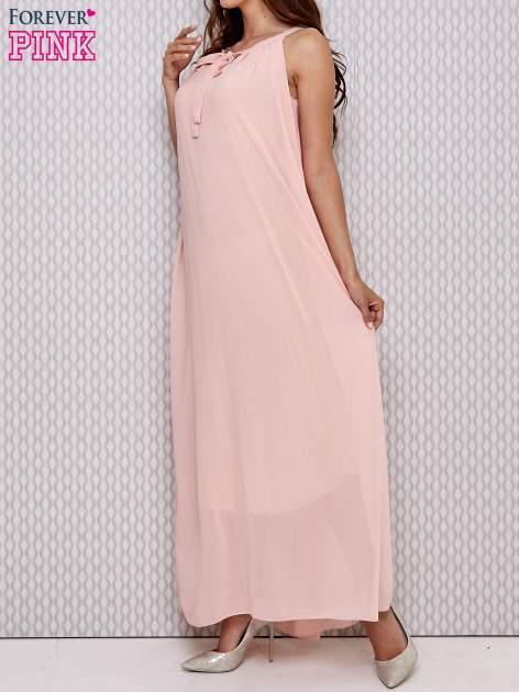 Różowa sukienka maxi z wiązaniem przy dekolcie                                  zdj.                                  3